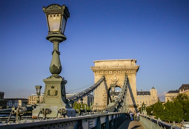 image of the Chain Bridge in Budapest, one of the Pest side attractions