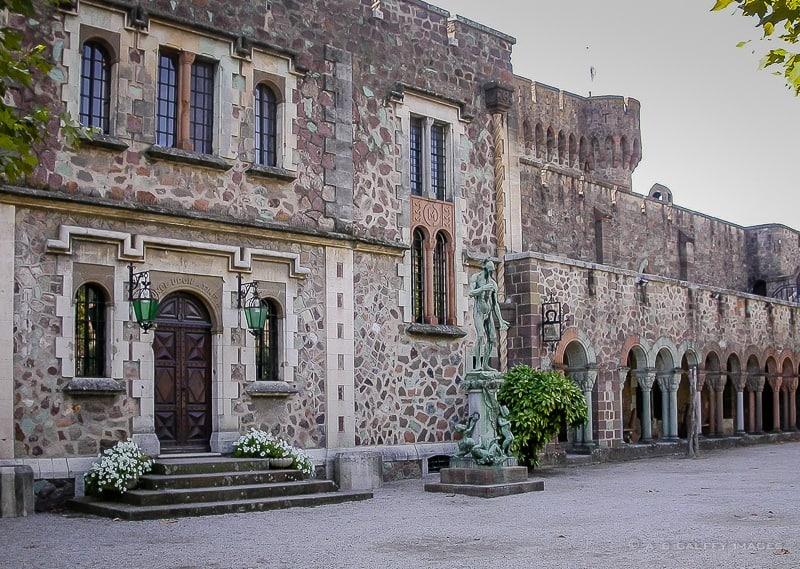 Château Courtyard