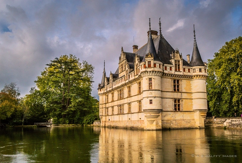 Exploring Château Azay-le-Rideau – the Unfinished Castle in the Loire Valley