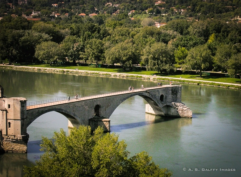 Pont d'Avignon – the Legend of the Broken Bridge of Avignon