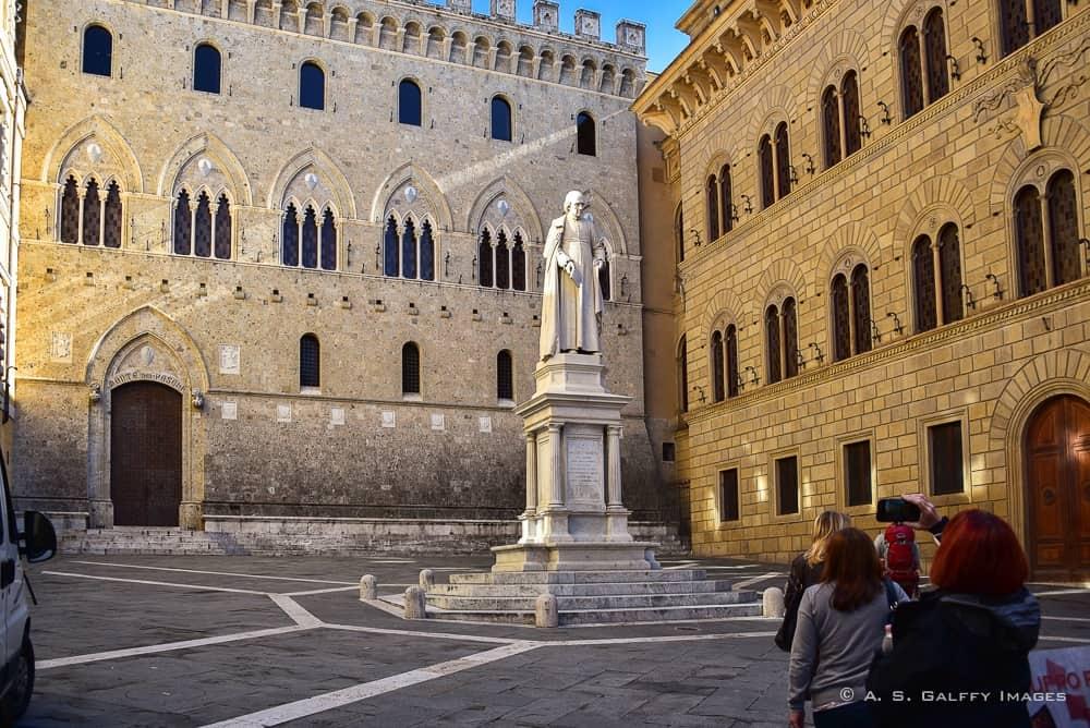 Piazza dei Salimbeni - Siena day trip
