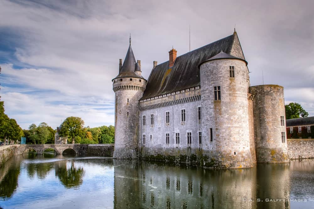 The Weekly Postcard:  Château de Sully-sur-Loire