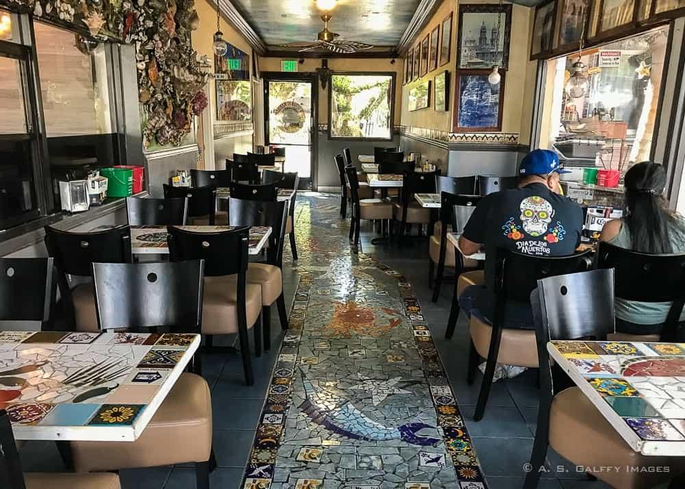 Tio's Tacos dining room