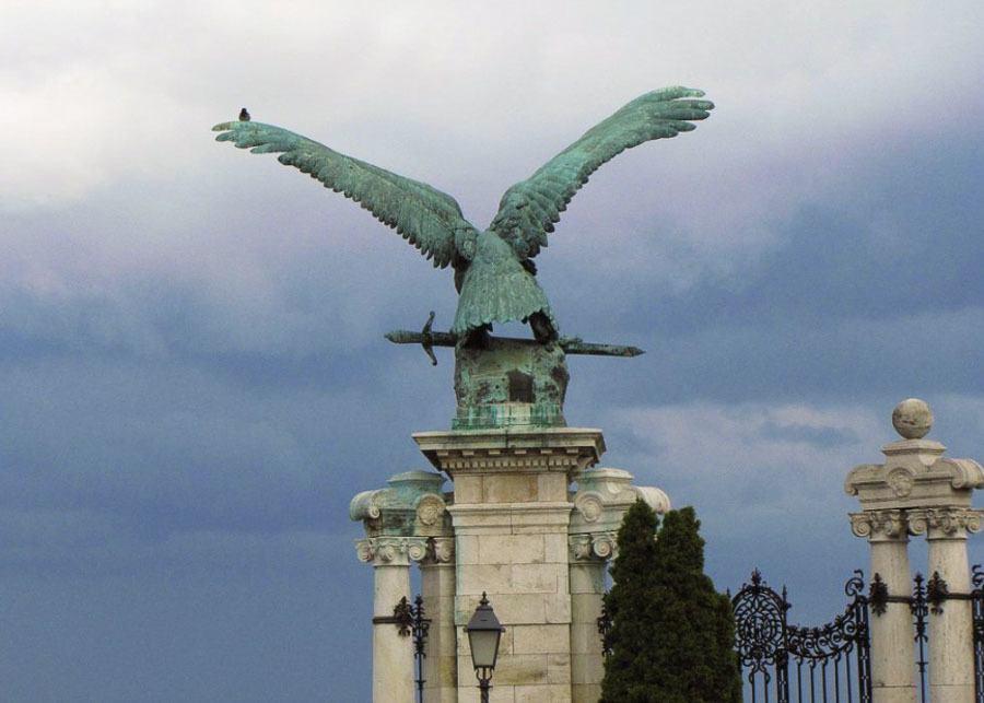 Turul Modár statue